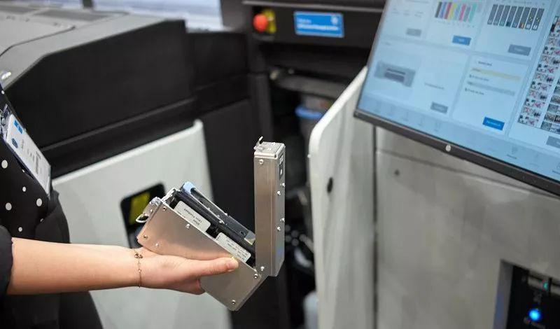 惠普如何调整其乳胶油墨添加白色 并扩大到印刷刚性材料