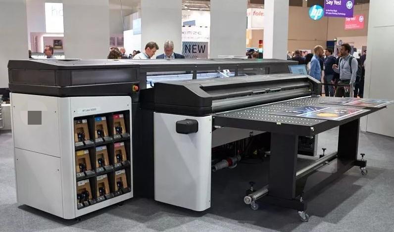 依玛Latex乳胶白色墨水可以打印卷材和刚性材料